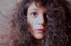 10 Easy Ways to Get Rid of Frizzy Hair Fast at Home